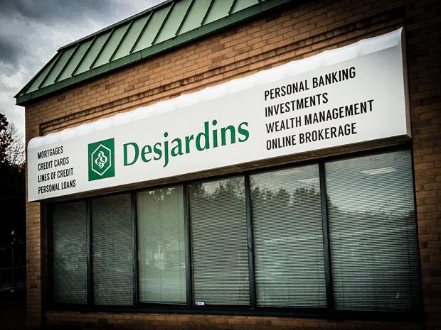 <strong>Desjardins<span><b>in</b>Awning </span></strong><i>→</i>
