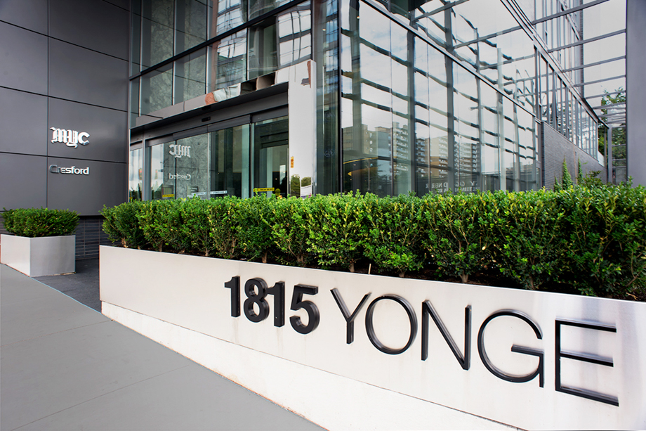 <strong>1815 Yonge Street<span><b>view larger</b></span></strong><i>→</i>