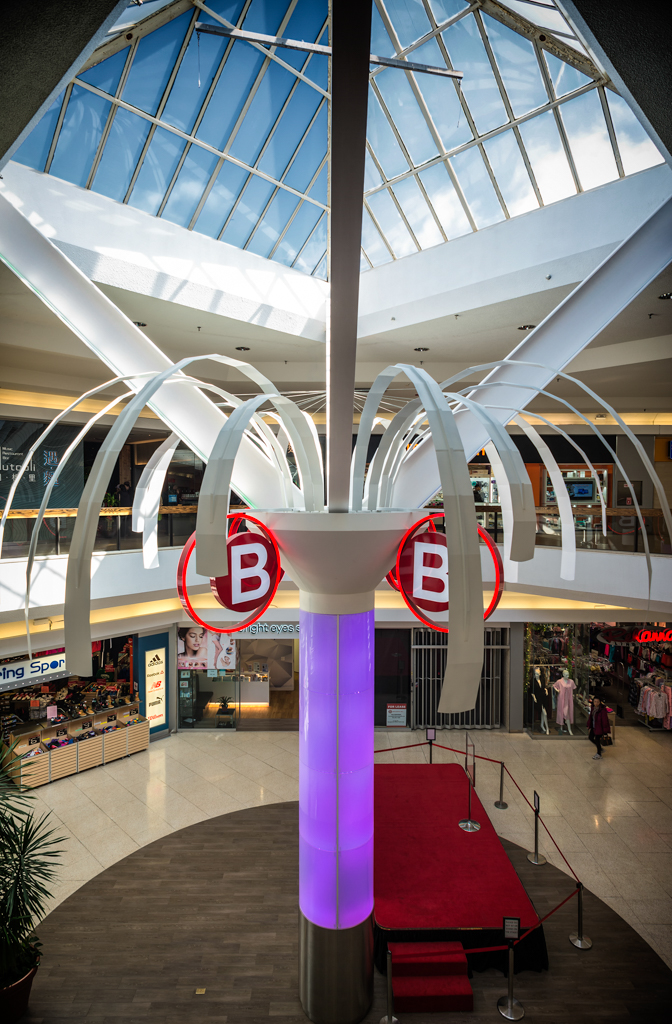 <strong>Bridlewood Mall<span><b>in</b>Custom Signage </span></strong><i>→</i>