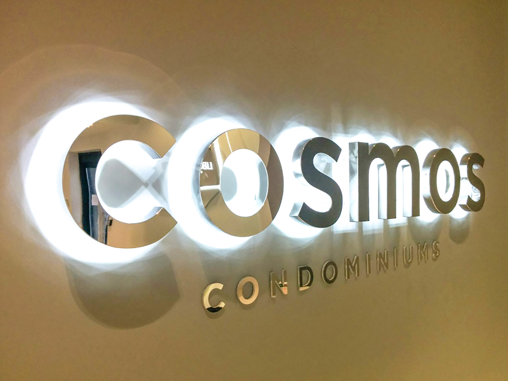 <strong>COSMO<span><b>view larger</b></span></strong><i>→</i>