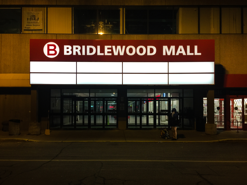 <strong>Bridlewood Mall<span><b>in</b>Pylon Sign </span></strong><i>→</i>