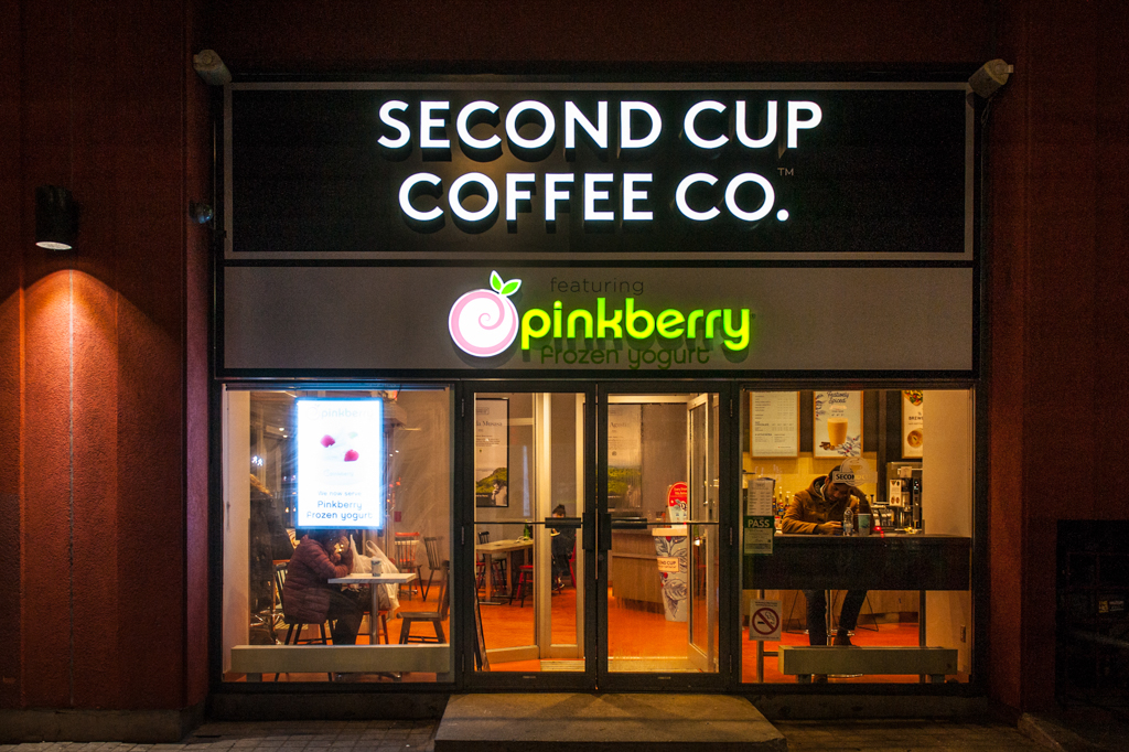 <strong>Second Cup on King<span><b>view larger</b></span></strong><i>→</i>