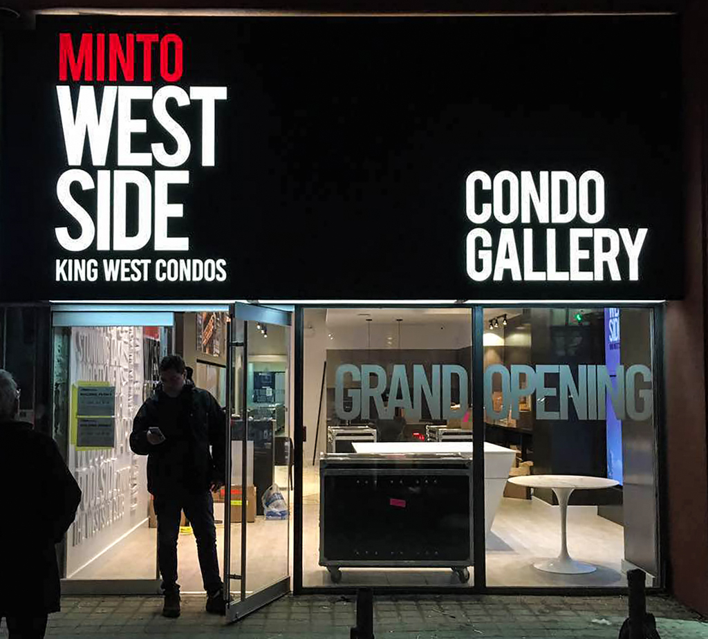 <strong>Minto West Side<span><b>in</b>Custom Signage </span></strong><i>→</i>