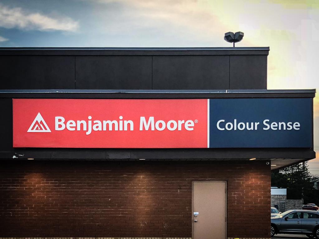 <strong>Benjamin Moore / Colour Sense<span><b>view larger</b></span></strong><i>→</i>